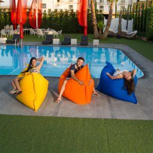 Pouf a sacco cuscinone per la piscina